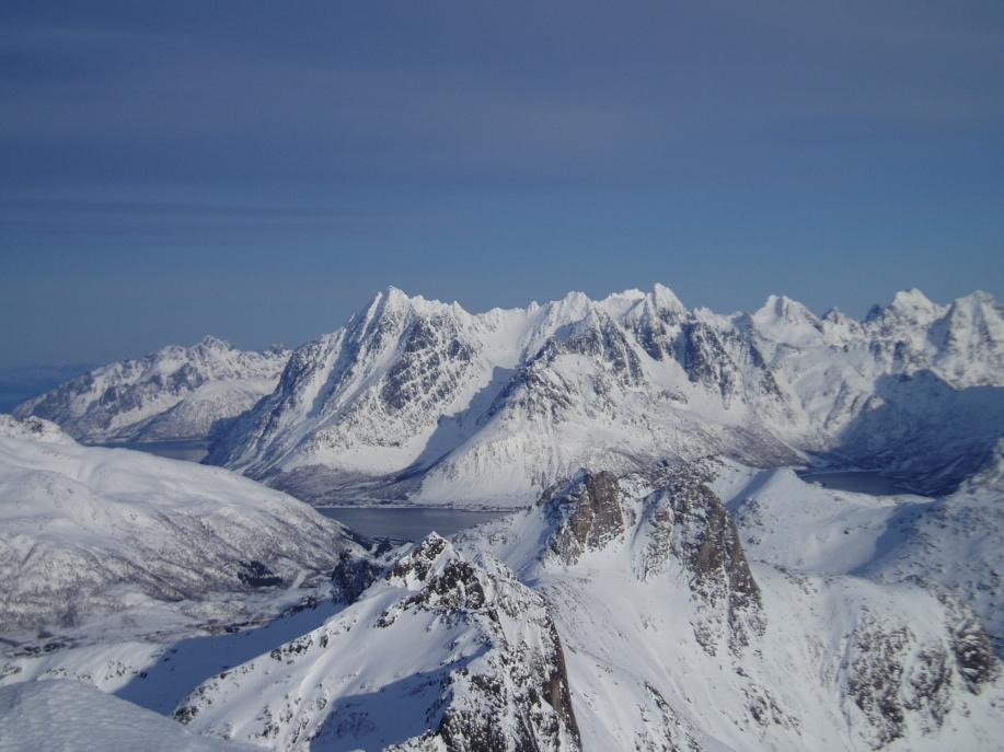 Higravtind (1146 moh til venstre) og Geitgaljern (1085)